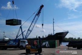 Bongkar muatan kapal di Pelabuhan Bangka Belitung naik