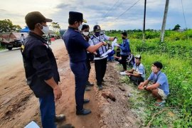 Bus dengan 29 penumpang dari luar Kalteng dipaksa putar balik