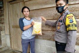 Polisi Bangka Barat salurkan bantuan sembako di Kecamatan Kelapa