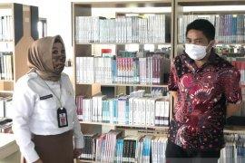 "Pimpinan DPRD Kalsel sarankan perperpustakaan ""palenam"" banjarmasin perlu tenaga medis"