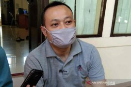 Diajak ikut hajatan, bayi usia 50 hari di Cirebon positif COVID-19
