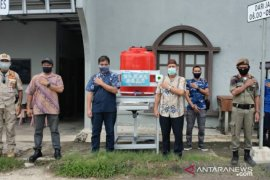 PT Timah serahkan tiga unit instalasi cuci tangan di Bangka Selatan