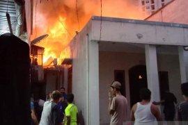 20 rumah petak terbakar di Muara Baru Jakarta Utara