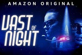 """The Vast of Night"", film independen hasilkan sci-fi bergaya retro nan sederhana"