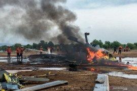 Helikopter militer jatuh di Kendal dan terbakar