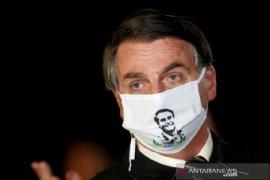 Dites ketiga, Presiden Brazil Jair Bolsonaro masih positif COVID-19