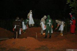 Tiga jenazah warga Tanah Laut dimakamkan secara protokol pemulasaraan