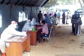 Pemkot Singkawang gelar tes cepat COVID-19 di dua pasar tradisional