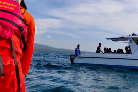 Basarnas selamatkan satu keluarga wisatawan di Lombok
