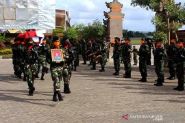 Jenazah anggota TNI penerbang pelatih helikopter tiba di Bali
