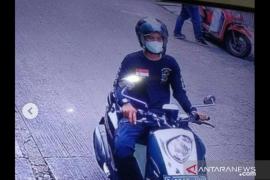 Aksi pencurian satu karung barang ekspedisi terekam CCTV, pelaku dalam kejaran polisi