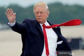 Trump ingatkan polisi: Jangan gunakan teknik cekik leher saat penindakan