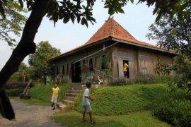 Wisata Rumah Joglo