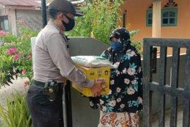 Polres Tebing Tinggi serahkan sembako pada warga terdampak COVID-19