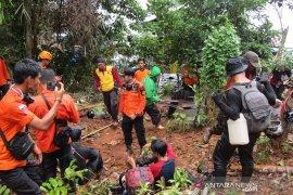 Tim SAR temukan 5 orang pecinta lingkungan yang tersesat di hutan