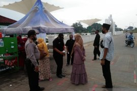 Polsek Kasemen periksa pengunjung wisata religi Banten Lama