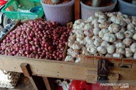 Harga bawang merah di pasar tradisional Ambon Rp70.000 per Kg