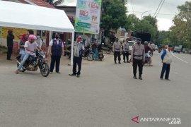 Personil Brimob Polda Maluku jaga akses masuk kawasan desa Hunuth