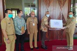 Wilmar serahkan bantuan 1.000 alat tes cepat untuk Kalimantan Barat