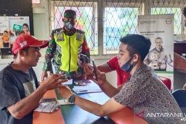 TNI kawal pembagian bantuan tunai dari Kemensos di Bengkayang Kalbar