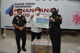 Bea Cukai Kualanamu hibahkan masker ke GTPP COVID-19 Sumut