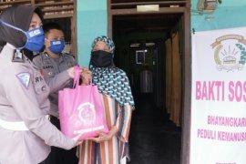 Bhayangkari Simalungun bagikan bantuan terdampak COVID-19
