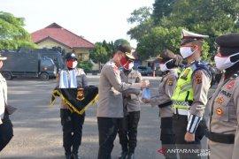 Kapolda Jambi bekali personel polisi masker dan vitamin