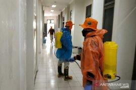 Antisipasi COVID-19, Kantor Bupati HST disemprot disinfektan