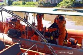 Tim SAR cari warga Melawi hilang di Sungai Pinoh