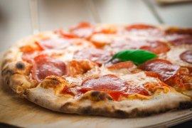 Begini cara membuat pizza dari mie instan
