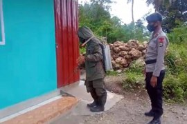 Brimob Polda Maluku sterilisasi puluhan rumah warga di Ambon