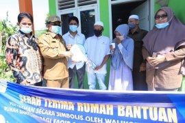 Wali kota serahkan bantuan rumah duafa di Banda Aceh