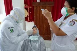 Kabupaten Landak latih petugas kesehatan ambil sampel untuk tes usap
