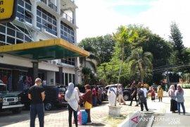 Pegawai Mukomuko berhamburan keluar kantor karena gempa