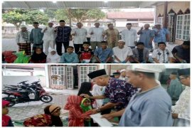 BKM Al-Haq Deblot Sundoro salurkan bantuan kepada kaum dhuafa dan anak yatim
