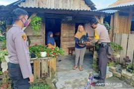 Polres Bangka Tengah salurkan bansos kepada warga terdampak COVID-19