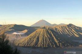Pembukaan wisata Gunung Bromo menunggu arahan pusat