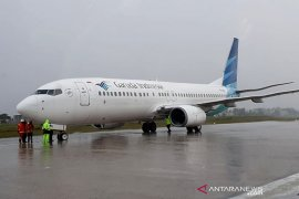 Garuda breaks tires at Syamsudin Noor, all passengers survive