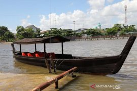 Pariwisata sungai Banjarmasin mendapat bantuan jukung tambangan