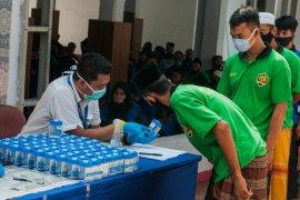 BNN Banten lakukan tes urine narapidana dan petugas Lapas Rangkasbitung