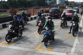 Tips aman pengendara motor di era new normal