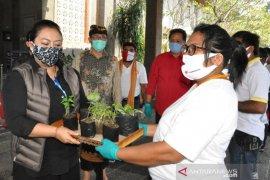Bupati Tabanan beri bantuan sembako kepada  200 warga NTT