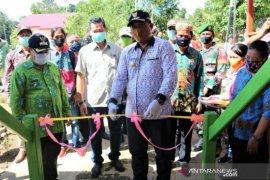 Bupati Mahakam Ulu minta masyarakat jaga dan  pelihara aset desa