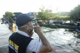 Tim KIE Kominfo ingatkan Acil Pasar Terapung kenakan masker