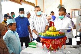 Syukuran pembangunan kantor bupati Tapteng ditandai dengan penyantunan anak yatim