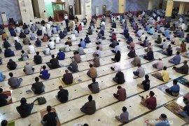 Masjid Raya Bandung gelar Shalat Jumat perdana saat pandemi