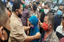 "Sosialisasi ""new normal"", Bupati Madina bagikan masker di Pasar Kotanopan"