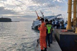 Selamat, 66 penumpang KM Dharma Rucitra III dievakuasi di Padangbai