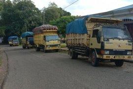 Warga Kecamatan Haruai tahan angkutan kelapa sawit