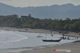 Wisata pantai Pangandaran dibuka kembali